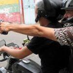 Orán: Desde una moto balean a dos hombres y se dan a la fuga